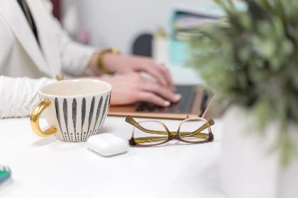 glasses-desk_LE1W2B7R93.jpg